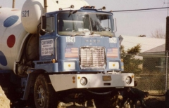 1973 F-900 with 15-17 cu.yd. Challenge Mixer