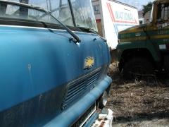 truck yard grave 026.jpg
