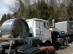 truck yard grave 020.jpg