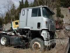 truck yard grave 031.jpg