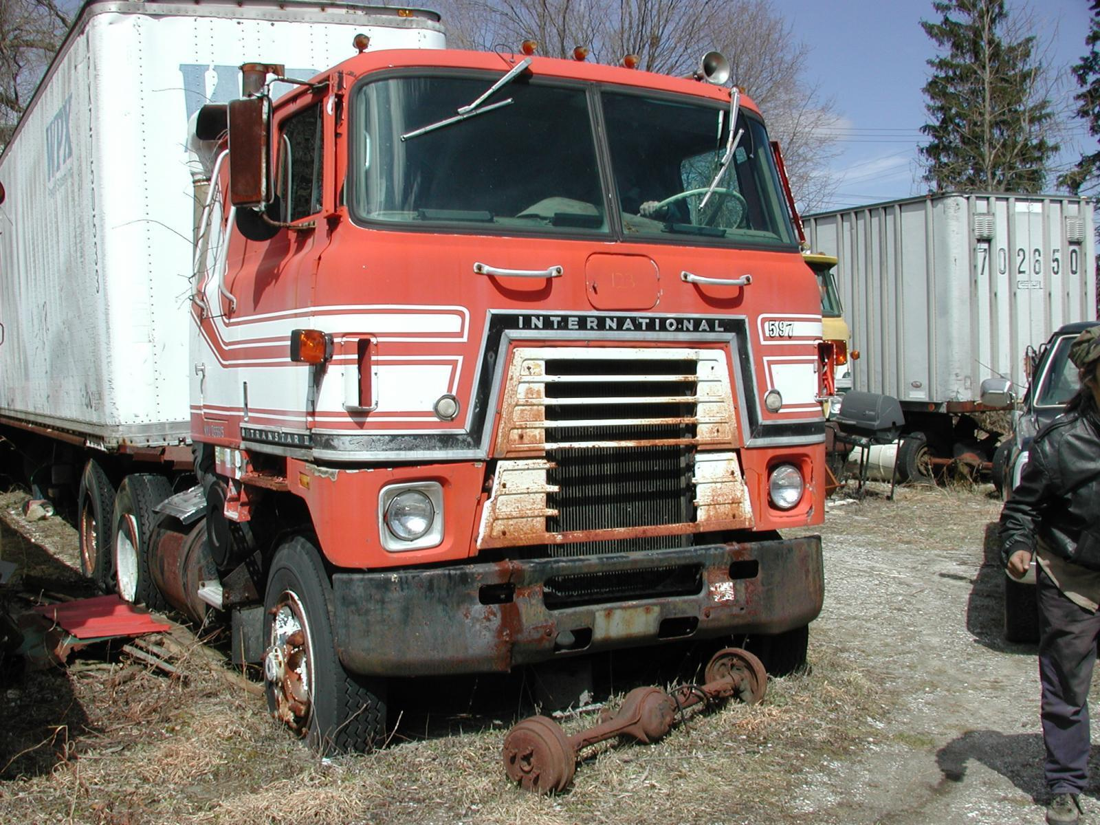 truck yard grave 060.jpg
