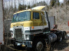 truck yard grave 043.jpg