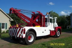 Mack wrecker with Homes 750