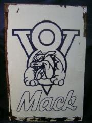 V8 Mack.jpg