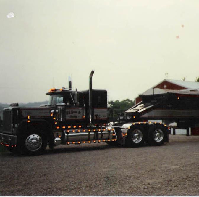 Brutus 89 Superliner 500 V8 hooked to a Flowboy trailer used