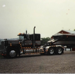 Brutus 89 Superliner 500 V8 hooked to a Flowboy trailer used