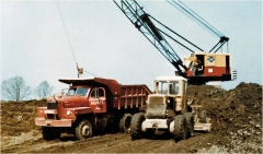 70 Mack B8136SX Dumptruck.jpg