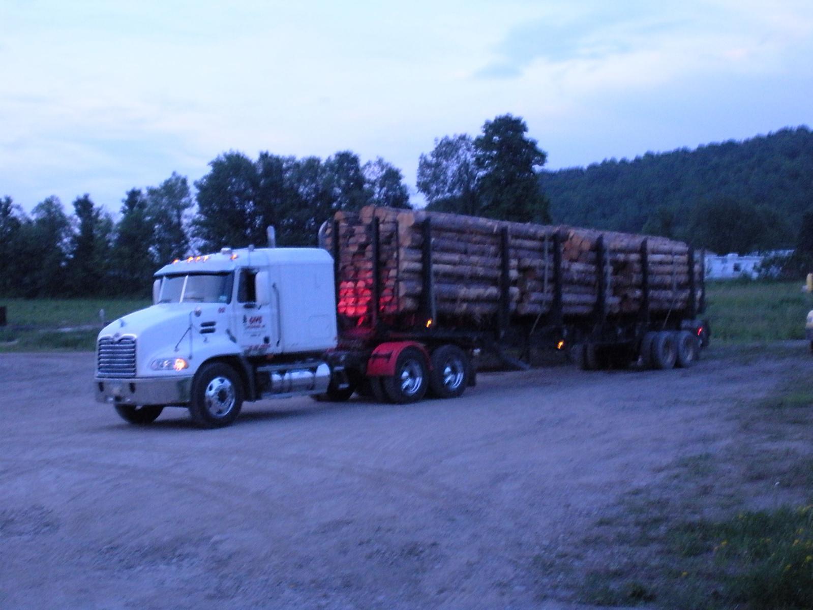 Mack truck 013.jpg