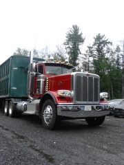 Pete 389 with demo trailer