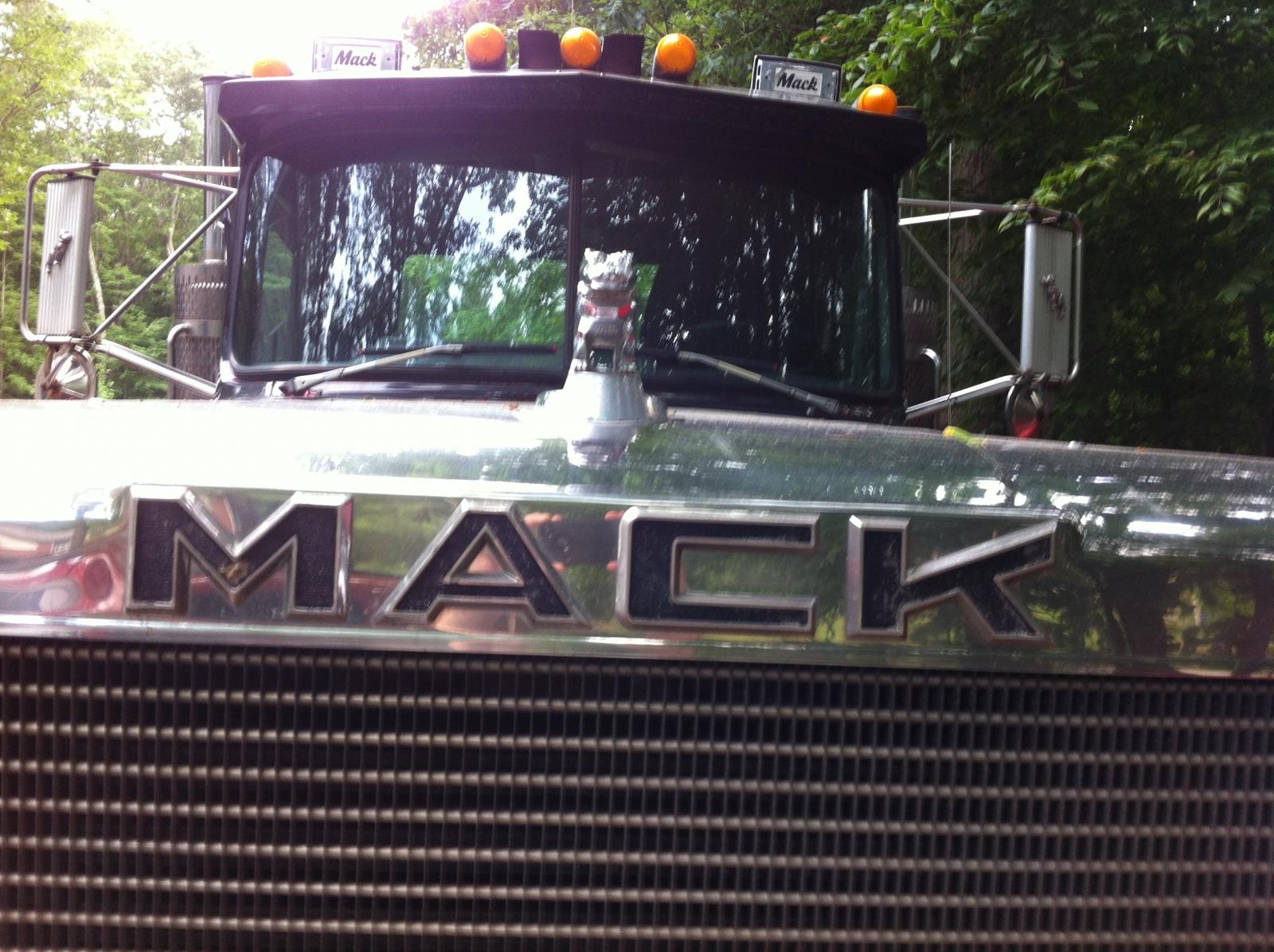 1988 Mack Superliner