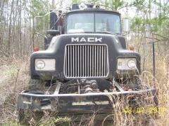 1986 Mack DM686S 001.jpg