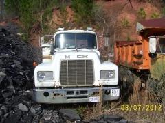Mack R688ST 001.jpg