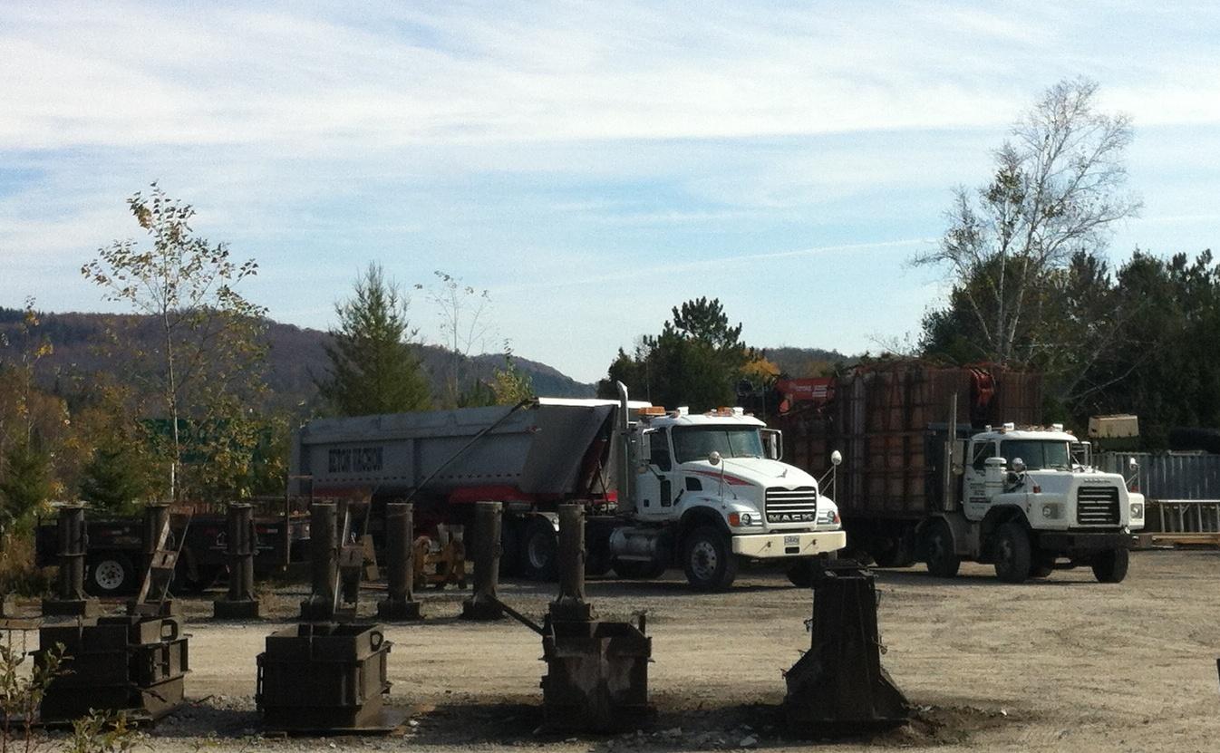 Béton Vachon_Granite CV 6x4 tractor and dump trailer