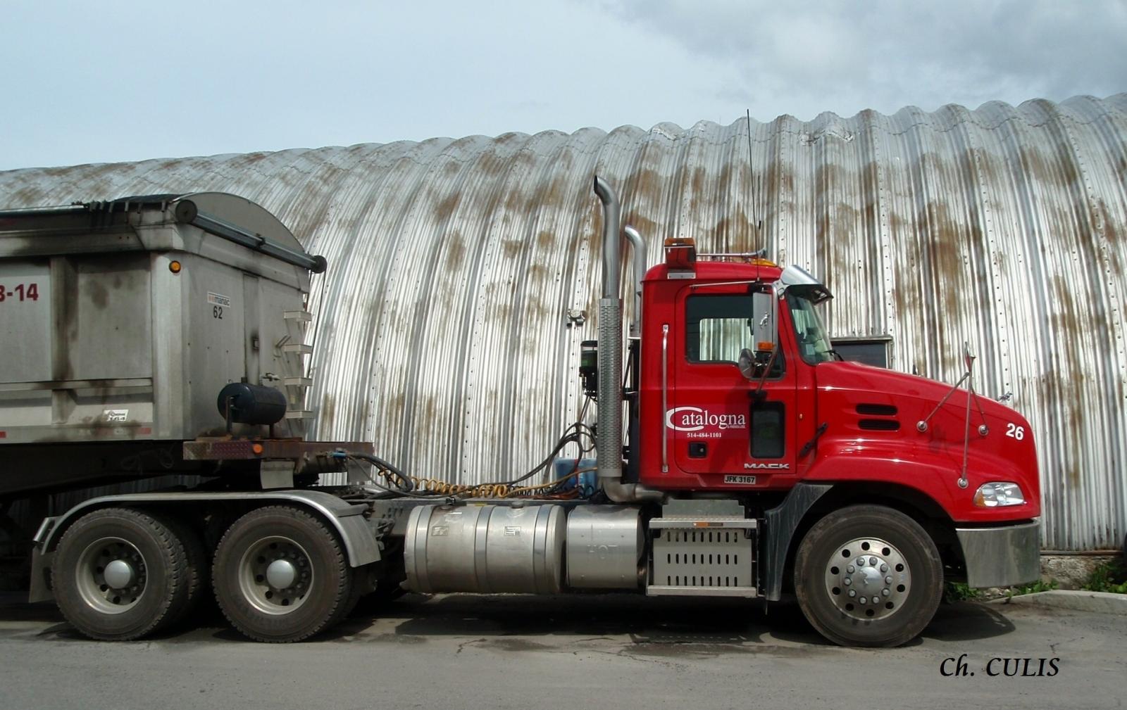 Pinnacle tractor w/Manac aluminium dump trailer - Catalogna & Frères (Lachine, QC)