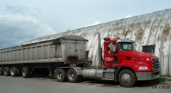 Pinnacle tractor w/Manac aluminium dump trailer - Catalogna & Frères (Lachine, QC)