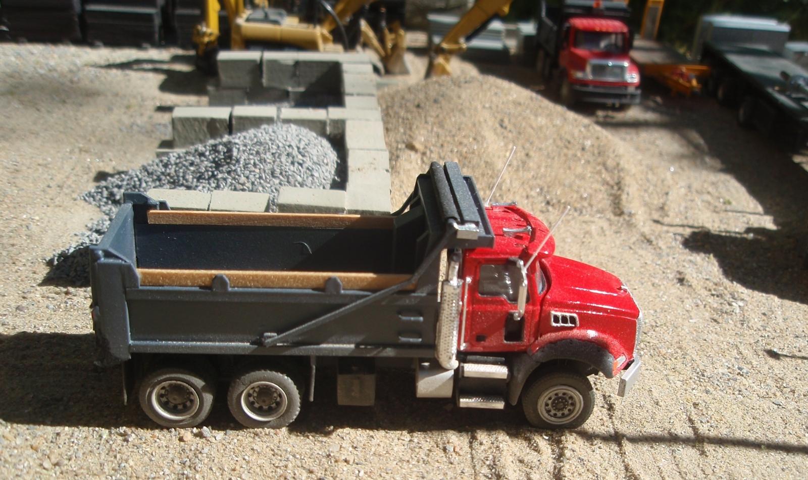 Mack Granite GU813 6x4 benne dump2