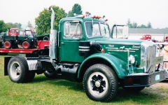 1951 Mack LJT