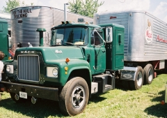 1966 Mack R600 1953 Brown trailer