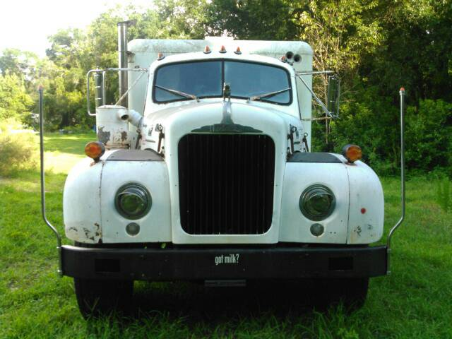 1958 Mack front