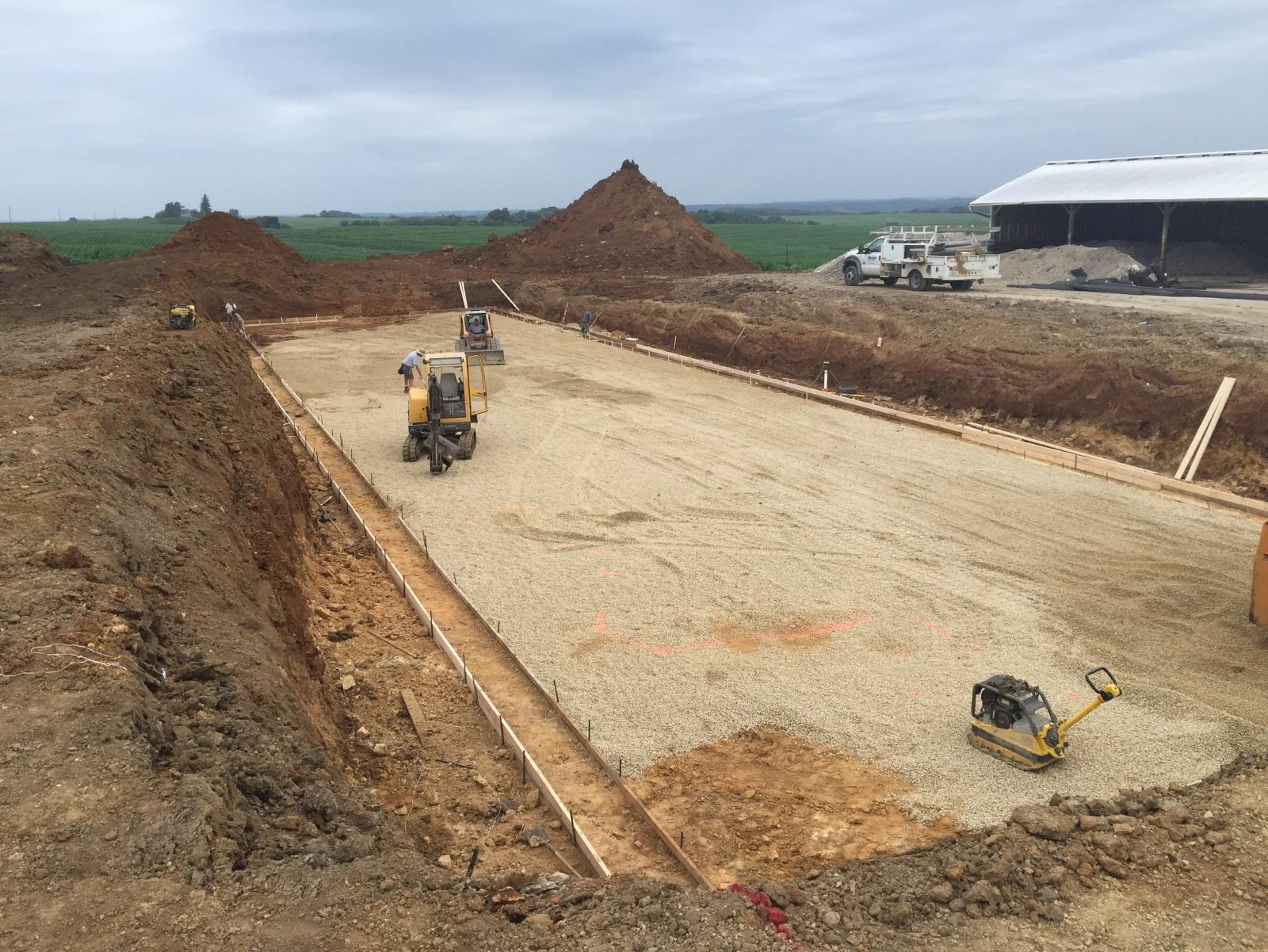48 X 200 X 13'6 Deep cattle confinement project in Lanark IL