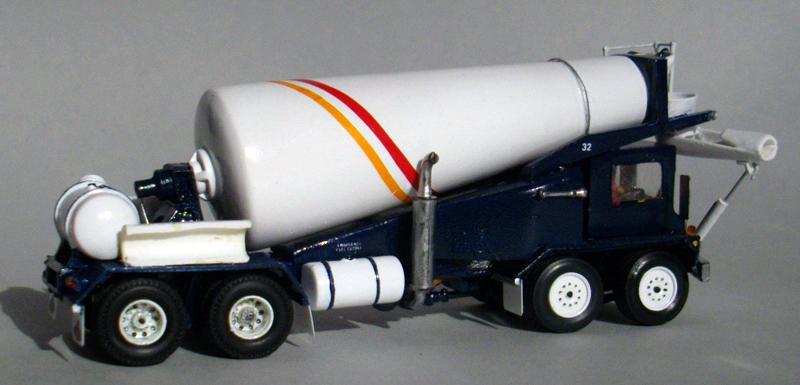 1989 Mack Savage FDM 700 Mixer Scale Model  ( 02 )