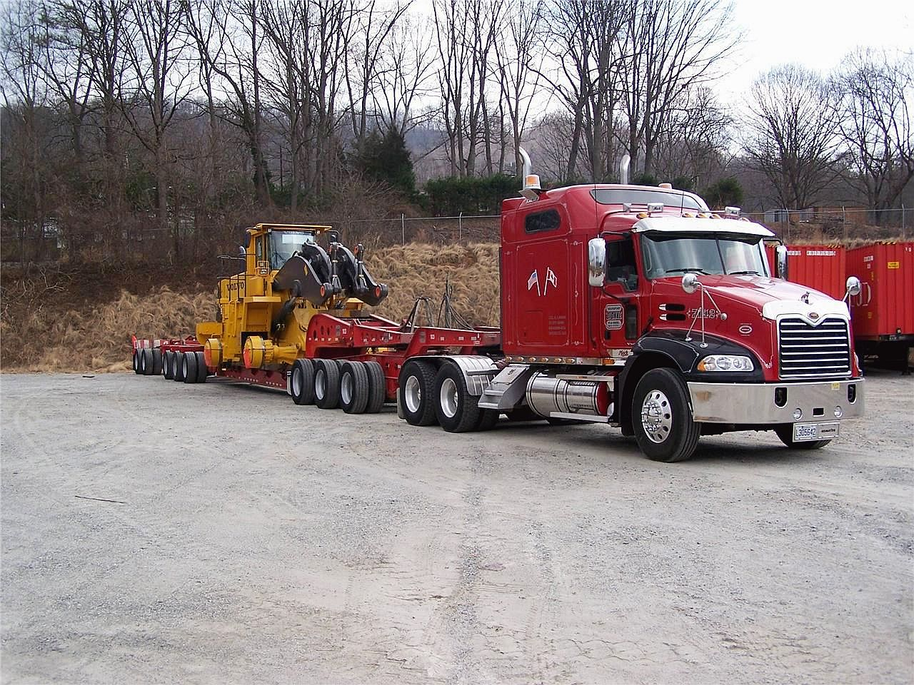 Mack CXN 613 with trailer