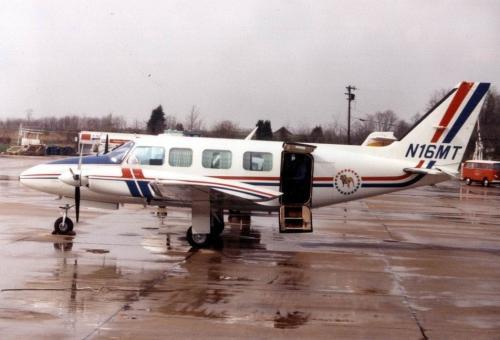 Bulldog Airlines XVI, Piper PA-31-350, N16MT (1979).jpg