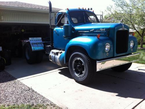 B model speedometer - Antique and Classic Mack Trucks