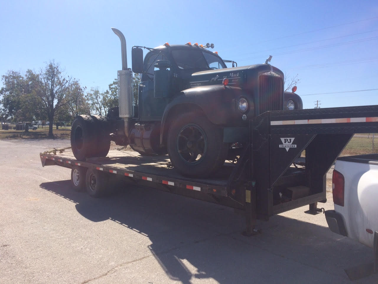 b61 purchase and restore antique and classic mack trucks
