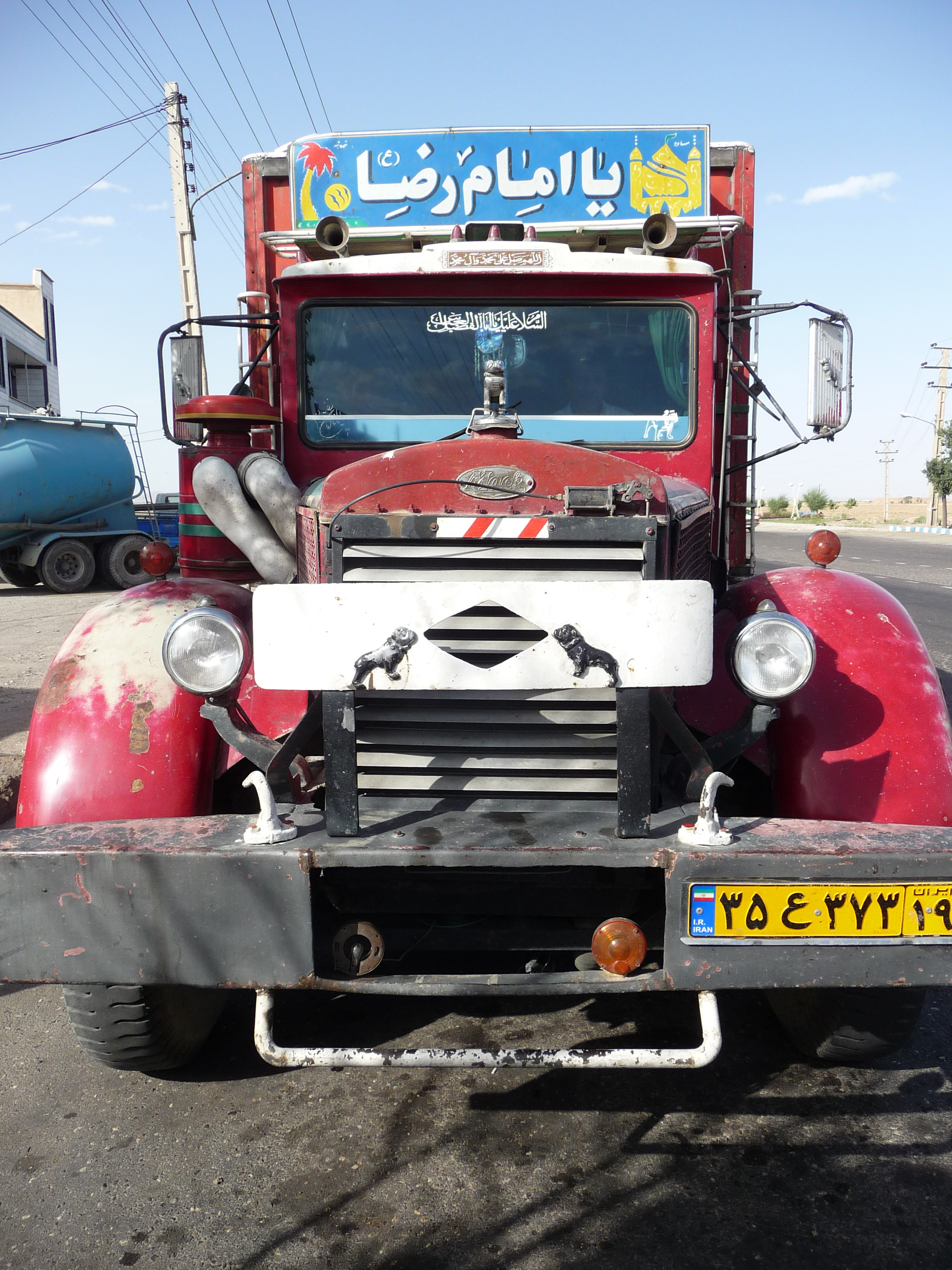 old mack trucks in iran please help to find model antique and