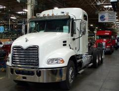 2014 Mack sleeper tridem