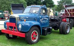 1960 Mack B-70T Blue Arrow