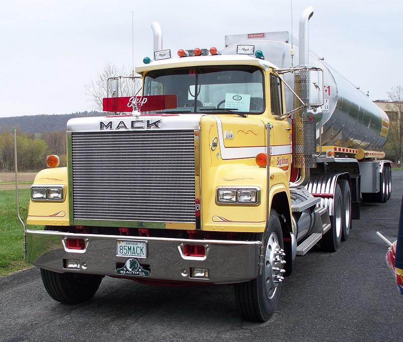 1985 Mack Superliner V8 RW-613