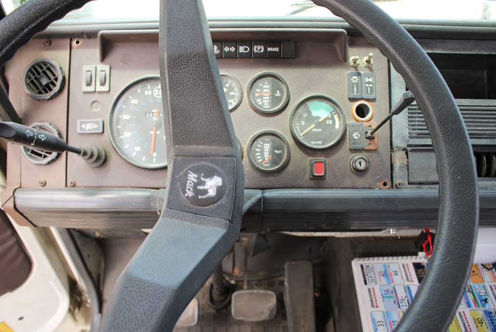Seat Covers For Trucks >> 1988 Mack Mid-Liner MS200P 24 foot Box Truck / Moving Van ...