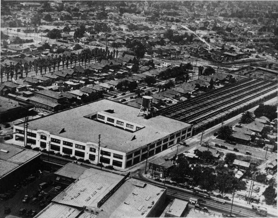 Mack Trucks Los Angeles factory branch (1925).jpg