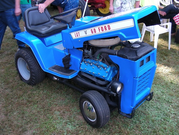 Ford V8 lawn tractor - Copy.JPG