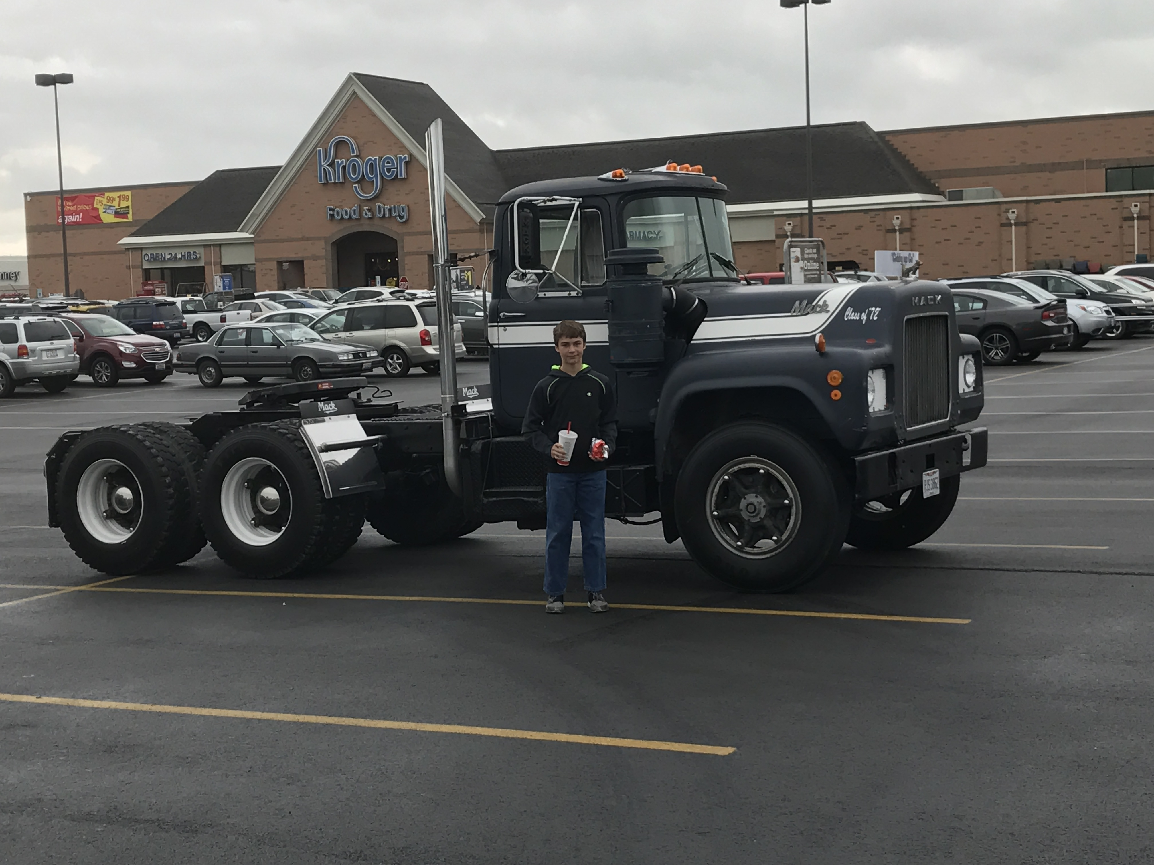 I was in town anyway so I stopped by the grocery store with my sonto pick up a few things.! The people looked at me funny lol & 72 R model grocery getter - Antique and Classic Mack Trucks General ...