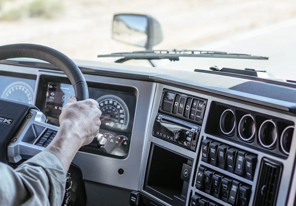 2018-mack-anthem-semi-truck-dash-controls.jpg