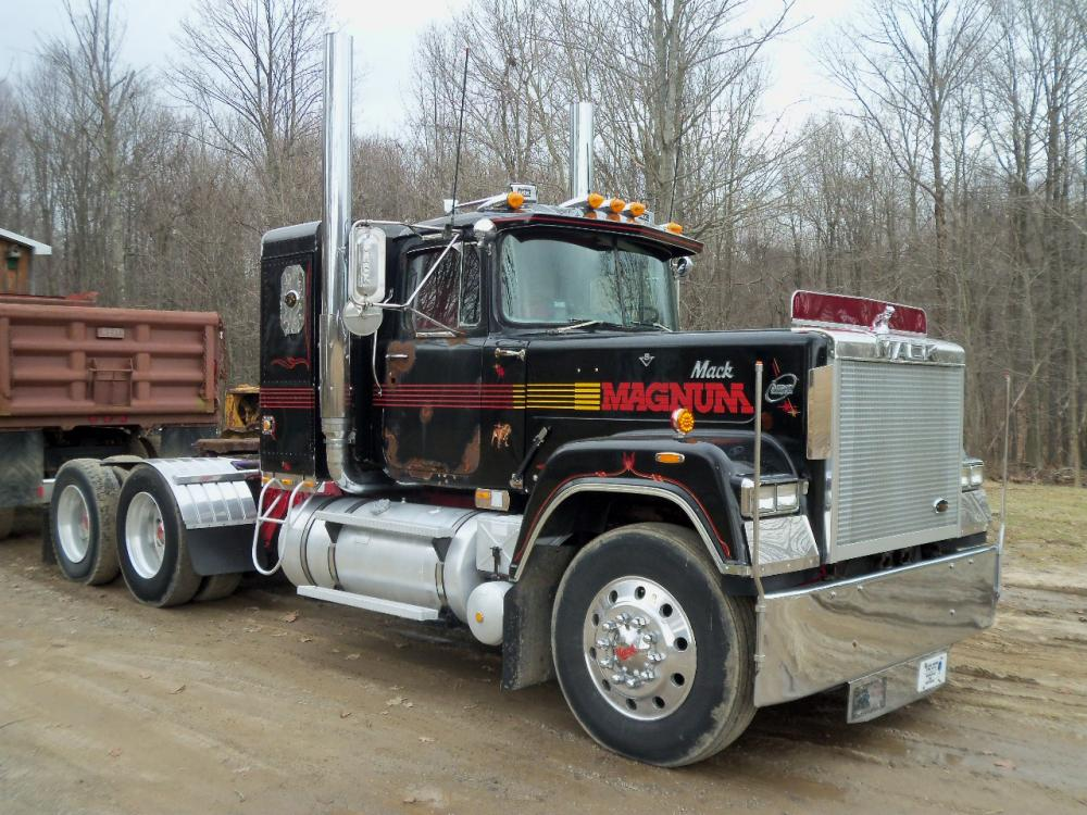 Some Superliner Pics. - Page 50 - Antique and Classic Mack ...