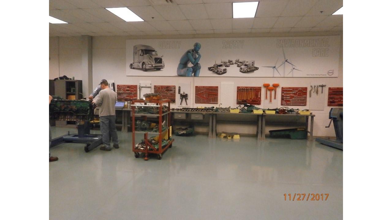 Mack MP8 Tools Vs  Volvo D13 Tools, Buyer beware  - Engine
