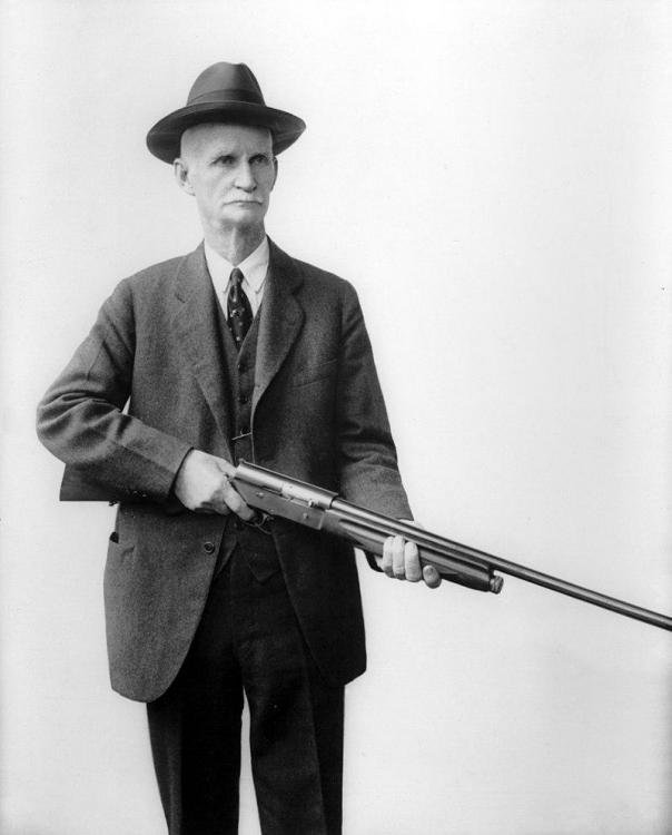 John_M._Browning_with_his_Auto_5_shotgun_(2).jpg