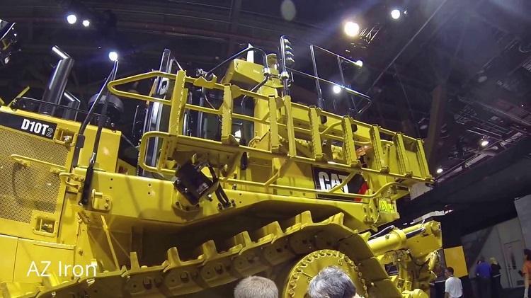 CAT D10T ladder.jpg