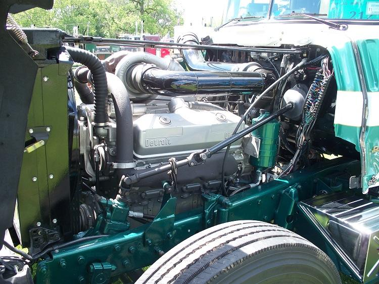 R795 V8 Detroit - Copy.JPG