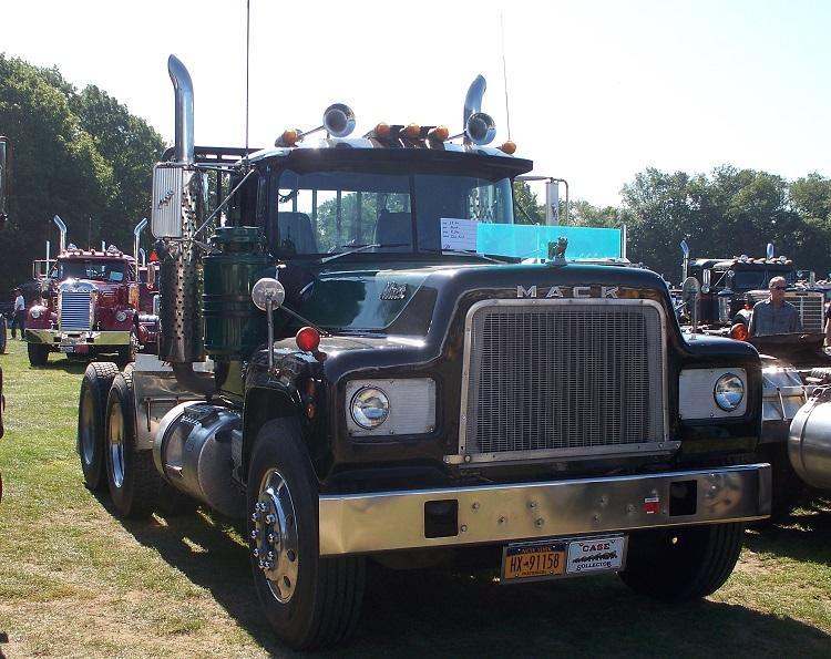 1969 Mack R773ST - Copy.JPG