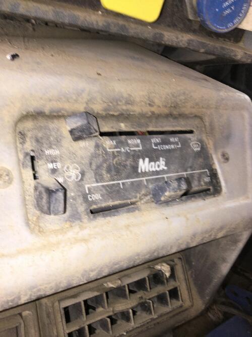 MACK_RD688S_HeaterAC-Control_3737711_1_35282_1.jpg