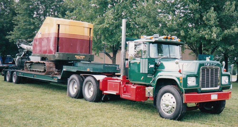 1974 Mack R-700.jpg