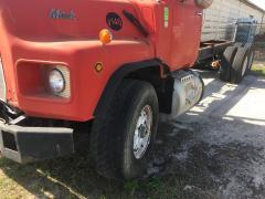 90 Mack DM690S